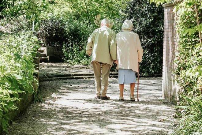 Nursing Home Care versus Home CareNursing Home Care versus Home Care